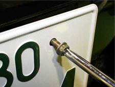 ナンバープレート盗難は年間 約2万2千件!