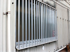 面格子や雨戸・フェンスの固定具
